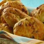 POSLUŽITE TOPLO: Slatko pecivo s grožđicama i sirom
