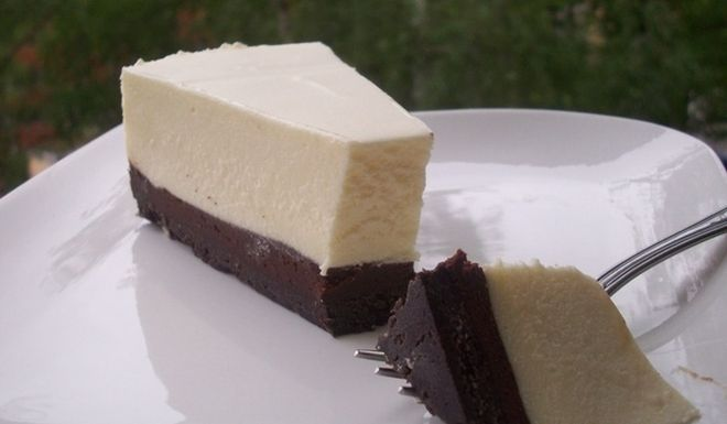 Bijelo-cokoladna mousse torta