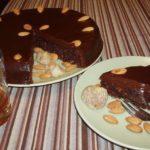MEDITERANSKA ČOKOLADNA TORTA: Ako volite okus suhih smokava, badema, prošeka…