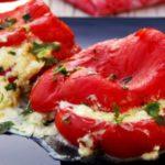 IDEALAN BRZI RUČAK: Pečene paprike punjene feta sirom