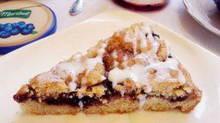 Mrvičasta pita s pekmezom od borovnica
