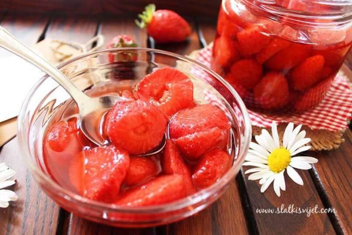 Domaći kompot s jagodama