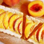 TART S BRESKVAMA: Fini kolač sa sezonskim voćem