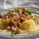 BRZI RUČAK: Špageti s piletinom, slanutkom i prokulicama