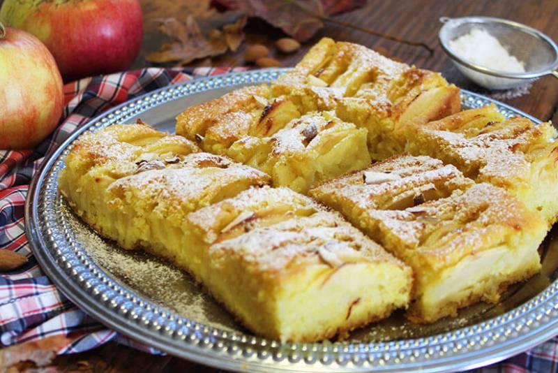 Jednostavni kolač s jabukama i bademima