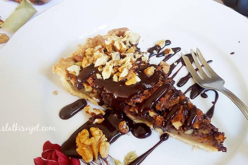 Čokoladna pita s medom i orasima