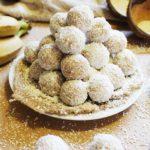 BEZ PEČENJA: Čupave kuglice od banana i kokosa