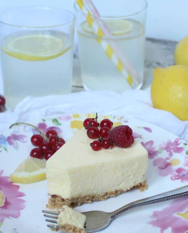JEDNOSTAVNO I BRZO: Pjenasta mousse torta od limuna, bez pečenja