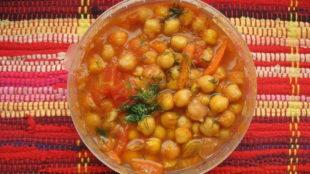Slanutak s povrćem i začinskim biljem