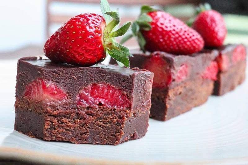 BROWNIE S JAGODAMA: Sočne jagode i fina čokolada - fantastična kombinacija!