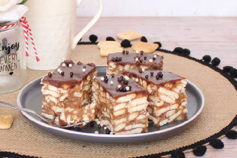 LAŽNA MAĐARICA: Jednostavan čokoladni kolač